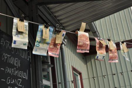 Geldwäscherei von Carmen Kovacs eingefangen von Tadashi Abe