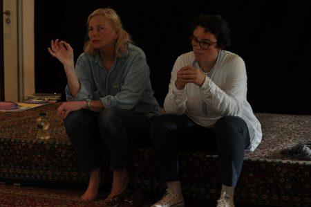 Dodi May und Isabelle Krötsch bei der Aufstellungsarbeit Photo Tadashi Abe